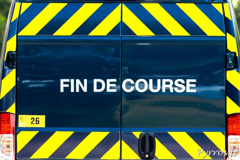 Tour de France dans le col de Peyresourde, fin de la course les derniers coureurs viennent de passer
