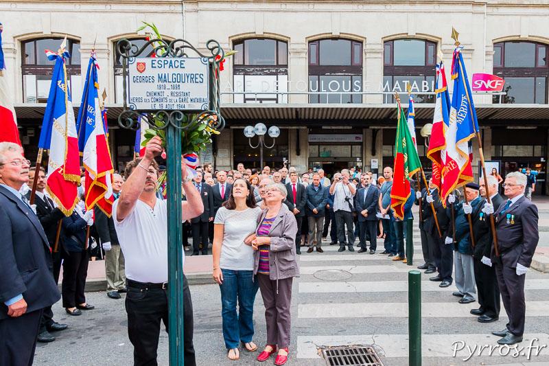 Dépôt de gerbe sur la plaque de Georges MALGOUYRES, cheminot, resistant, héros des combats de la gare Matabiau