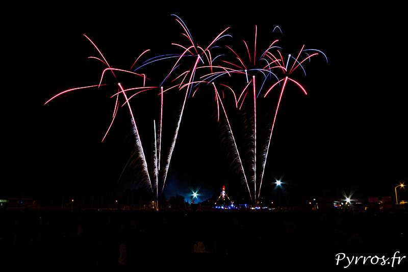 Sur le stade municipal, la foule a pris place pour assister au feu d'artifice de Balma