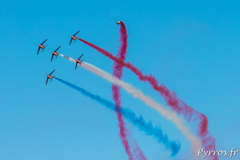 """Les avions de la Patrouille de France proposent de nombreuses figures et acrobaties dont la """"Jimix"""""""