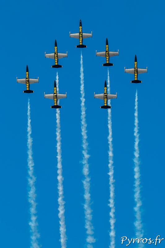 Les 7 L-39C Albatros de la Breitling Jet Team en formation Avenger
