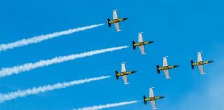 Les Breitling Jet Team formation Blackbird