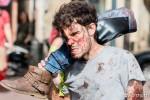 Un Zombie de Toulouse prend une jambe à son cou