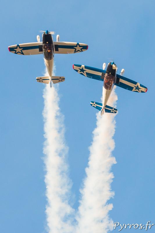 Marianne et Adam Shawn pilotent leur avion avec quelques metres d'écart