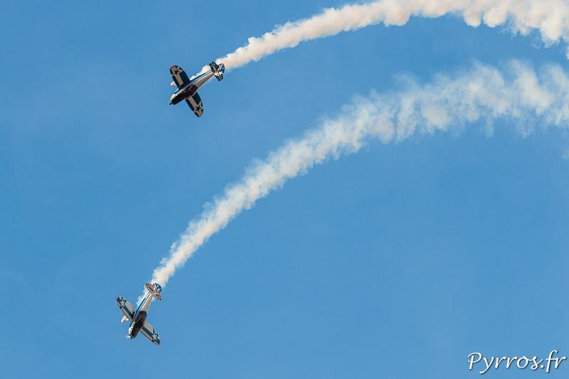 Dans le ciel de Francazal, la patrouille Captens execute un ballet aérien devant un public éparse.