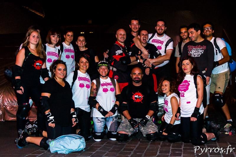 Les joueurs et joueuses de Roller Derby se sont déplacés en nombre pour la rando Octobre Rose