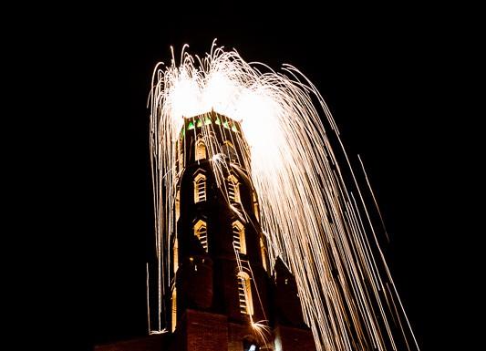 Feu d'artifice pour le lancement des illuminations de Noël et l'ouverture du Marché de Noël de Blagnac