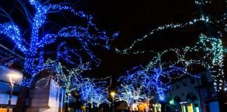 La place de la Mairie décorée pour les fêtes de fin d'année