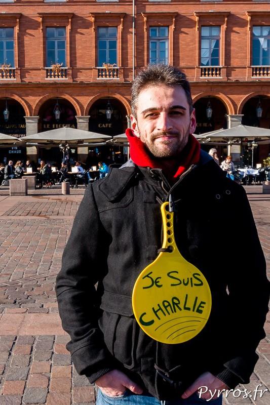 """Sur une raquette """"Je Suis Charlie"""""""