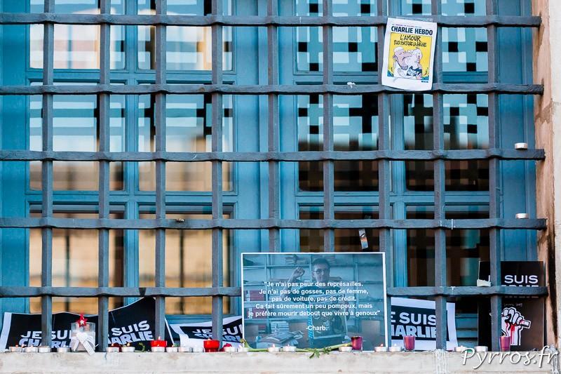 Des messages s'affichent sur la façade du Capitole