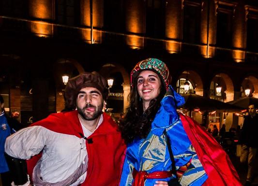 Damoiselle et damoiseau se sont retrouvés en roller pour cette randonnée carnaval