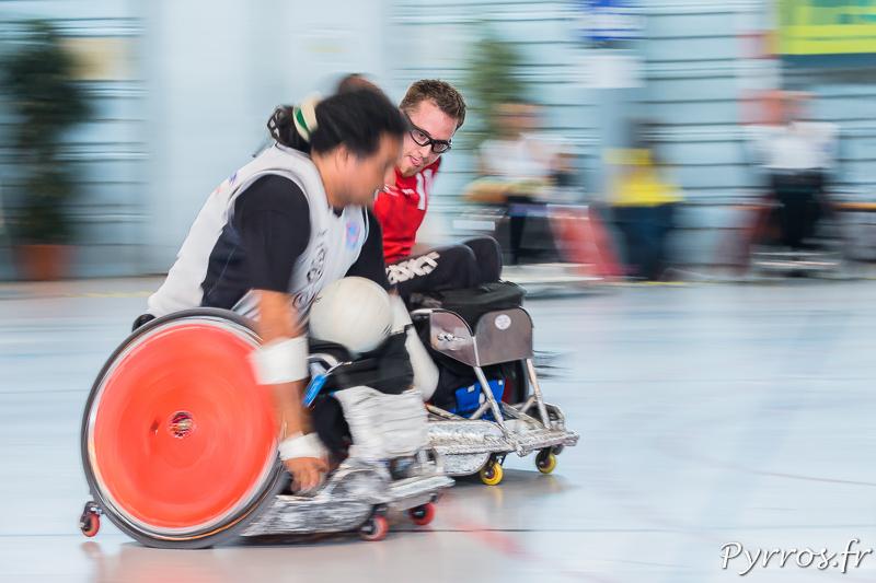 Christophe SALEGUI (11) de STRH tente de prendre de vitesse Ryad SALEM (9) de CAPSAAA