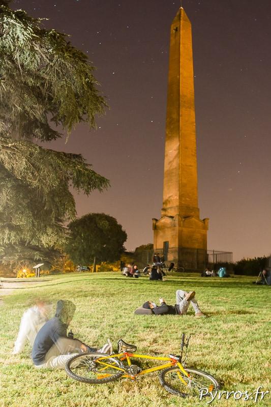 Au pied de obélisque de Jolimont les toulousains étaient nombreux pour observer la lune de sang