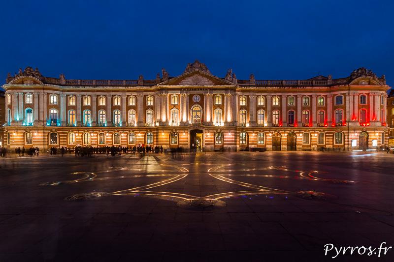 Le Capitole est éclairé en Bleu Blanc Rouge