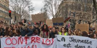 """""""Contre la loi travail, la jeunesse est dans la rue"""""""