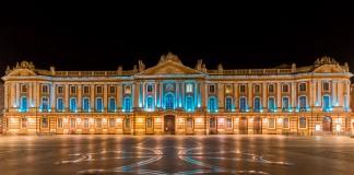 Pour la Journée mondiale de sensibilisation à l'autisme le Capitole est éclairé en bleu
