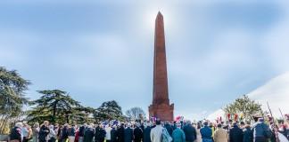 A l'ombre de l'Obélisque les toulousains sont nombreux à assister à cette commémoration