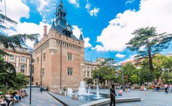 Fontaine du Square De Gaulle dans le jardin du Capitole