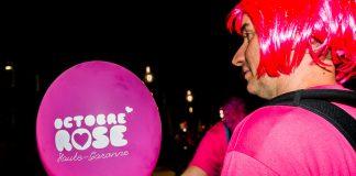 Le rose est partout, dans les cheveux, le tee shirt et meme sur les ballons d'Octobre RoseLe rose est partout, dans les cheveux, le tee shirt et meme sur les ballons d'Octobre Rose