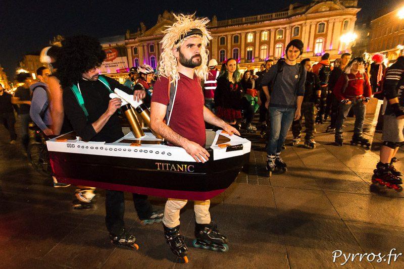 Dans le cortège du Carnaval de Roulez Rose il y avait le Titanic