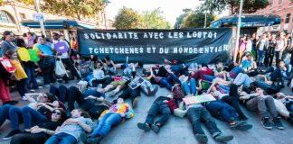 Les participants s'allongent en guise de prostestation contre la politique Tchétchène à l'égard des membres de la communauté LGBT