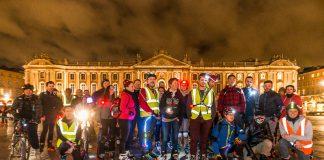 Place du Capitole, 50 patineurs se préparent pour une randonnée roller