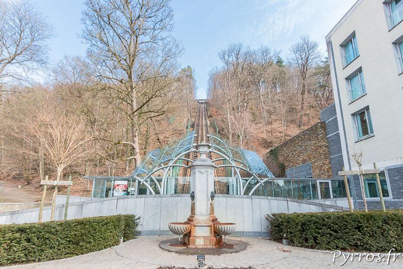 Une fontaine d'eau carboferreuse au pied du funiculaire de Spa