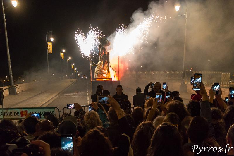 Avec quelques effets pyrotechnique Madame Carnaval s'embrase, Carnaval 2018 de Toulouse