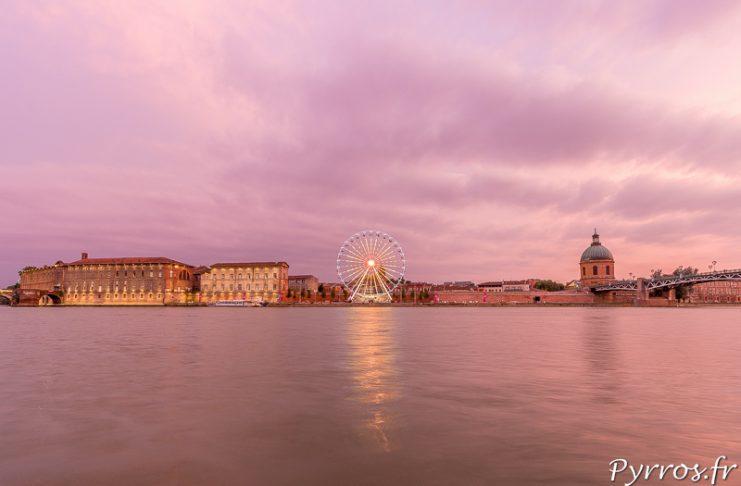 La Grande Roue de Toulouse de la Toulouse plage la Ville Rose