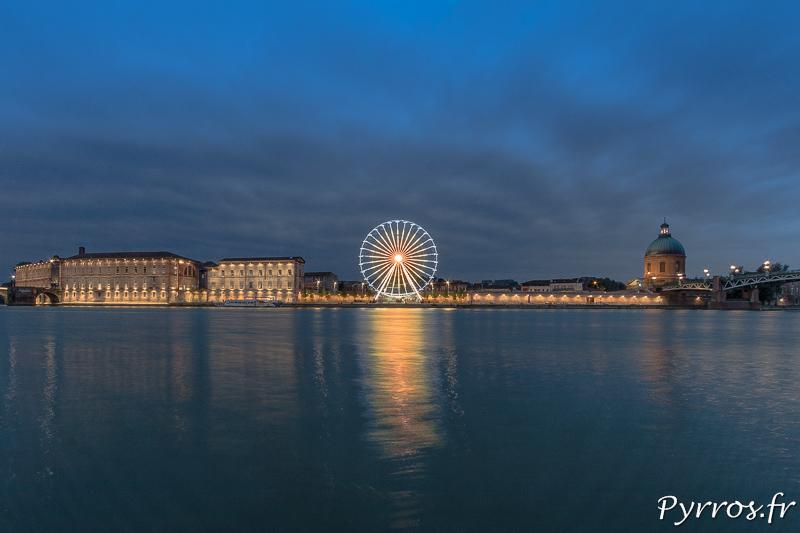 La Lumière change le ciel devient bleu au dessus de la Grande Roue de Toulouse Plage.