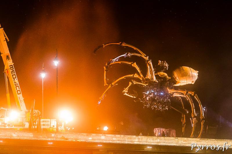 L'araignée accueille le minotaure sur le pont neuf de Toulouse
