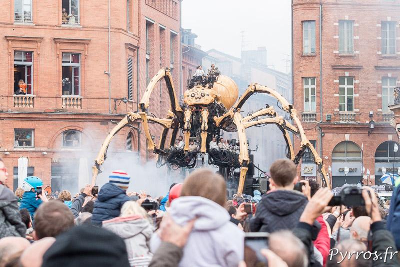 L'araignée géante arrive au Capitole
