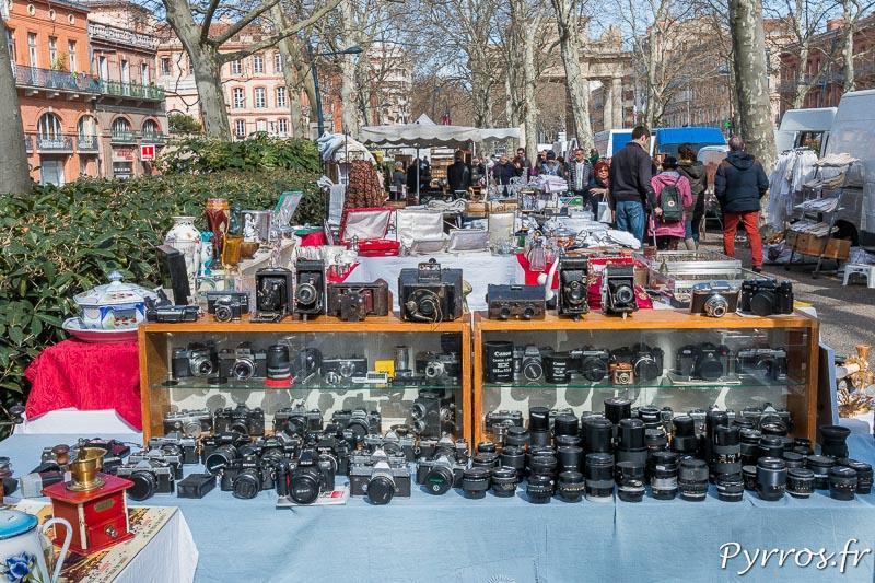 Un stand ne propose que du matériel argentique. Il y en a pour toutes les bourses et tous les gouts