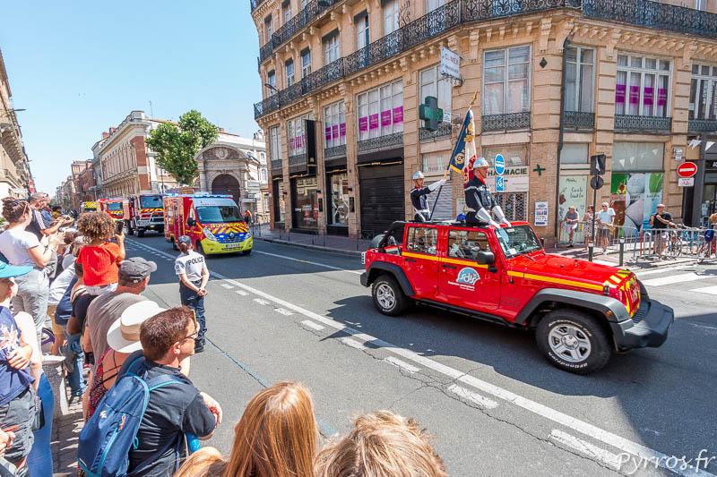 Les pompiers défilent pour le 14 juillet dans les rues de Toulouse