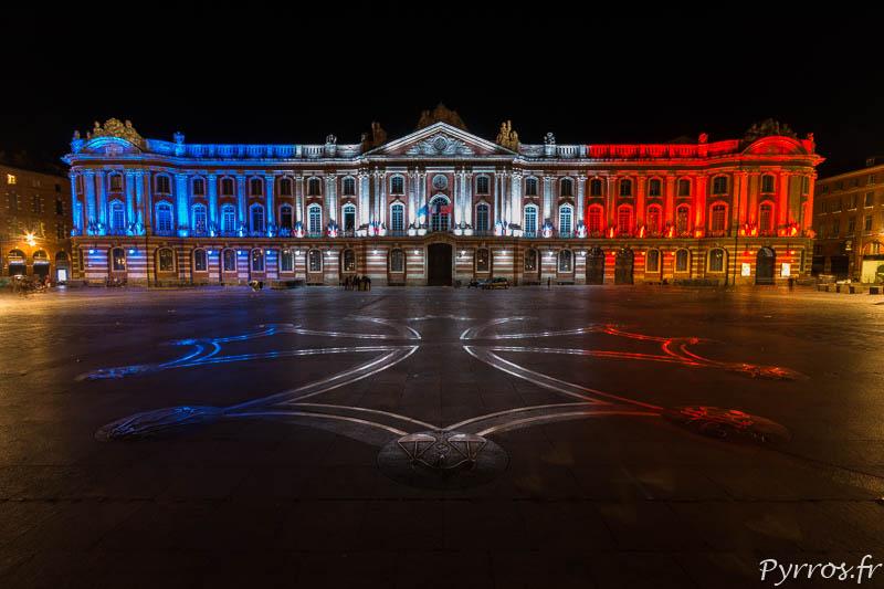 Le Capitole brille au couleurs du drapeau français