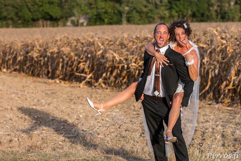 Une pose délire, l'une des rares dans laquelle mon petit frère et son épouse grimacent au milieu des champs