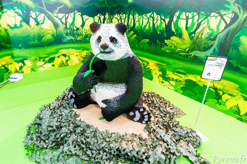 Une reproduction en briques Lego d'un Panda