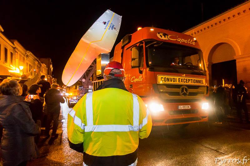 Dernier passage d'un convoi transportant des pièces de l'A380 dans la petite ville de Lévignac