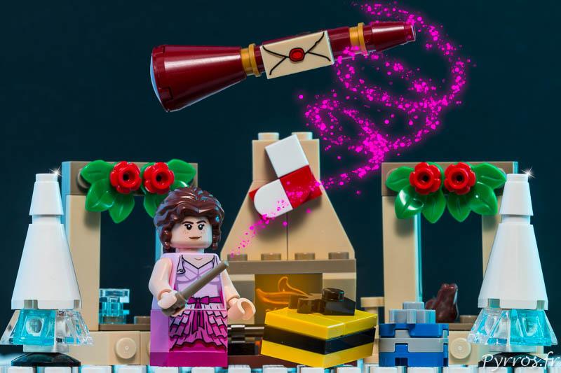Hermione Granger d'un coup de baguette magique dépose les cadeaux aux pieds des sapins