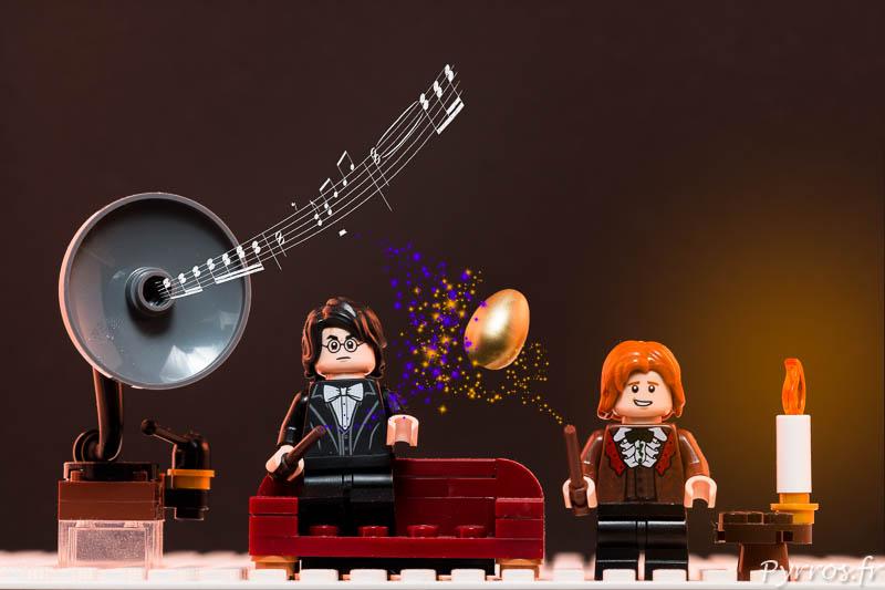 Harry et Ron tentent de percer le secret de l'œuf en écoutant de la musique sur un vieux gramophone